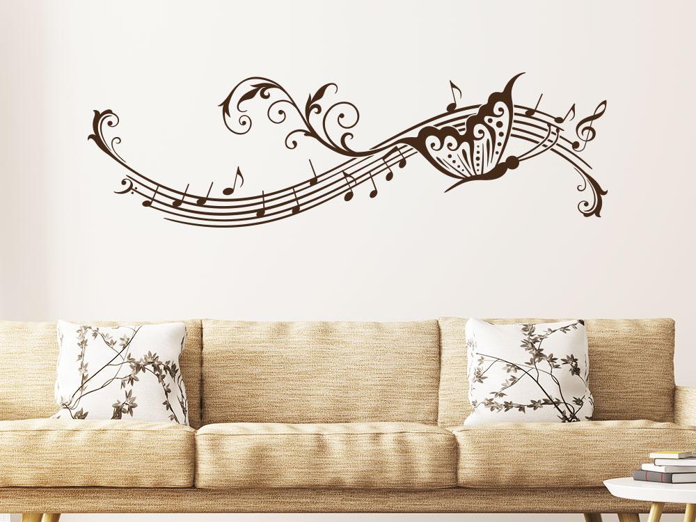 Wandtattoo Notenlinien Ornament mit Schmetterling im Wohnzimmer