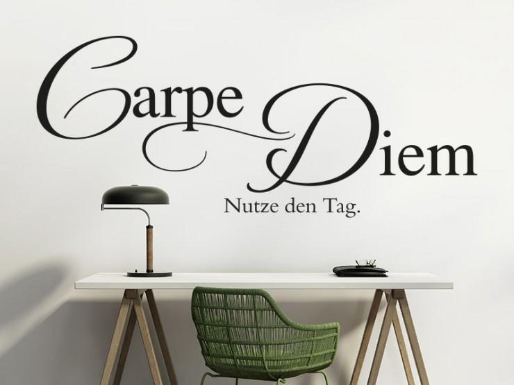 Wandspruch Carpe Diem über Schreibtisch